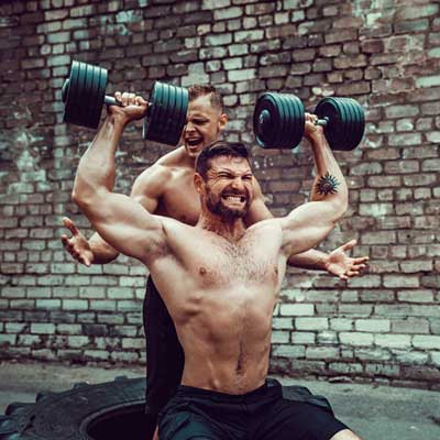 People lifting heavy weights