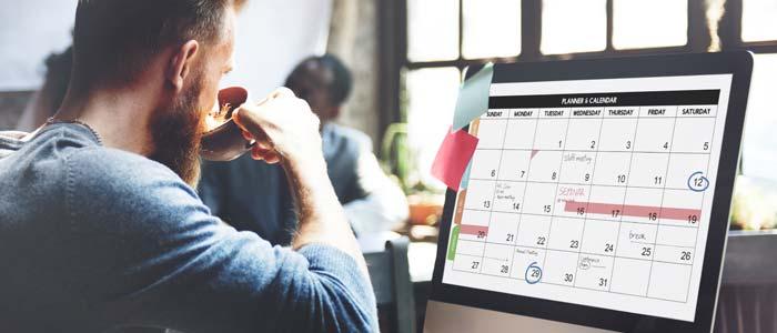 Man planning his week on a digital calendar