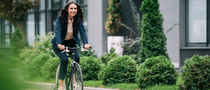 woman cycling to work to help the environment