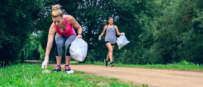 Women plogging together