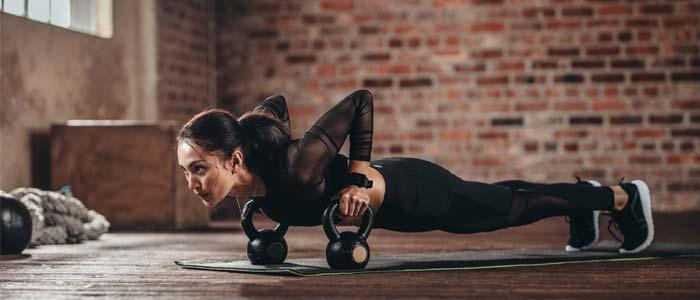 woman doing dumbbell push ups