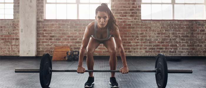 woman lifting barbell and weights